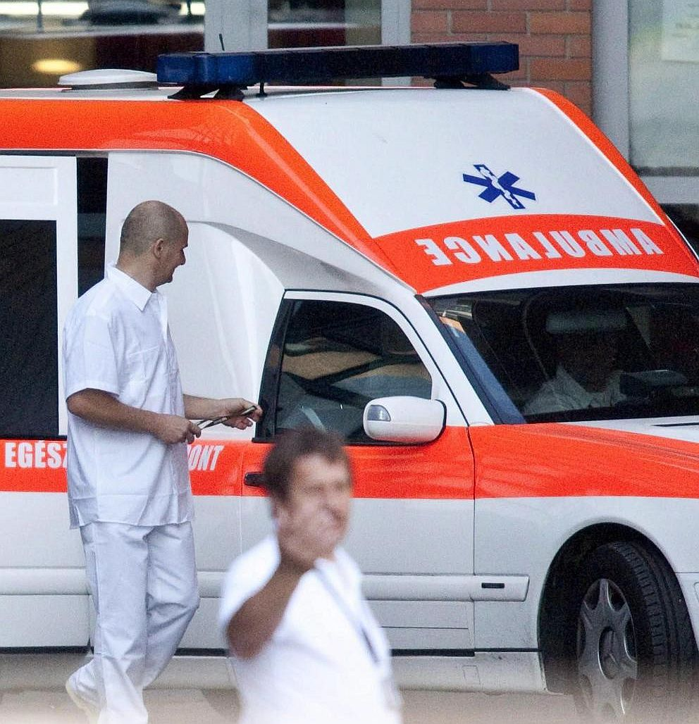 Двама са загинали при три катастрофи, трима в болница