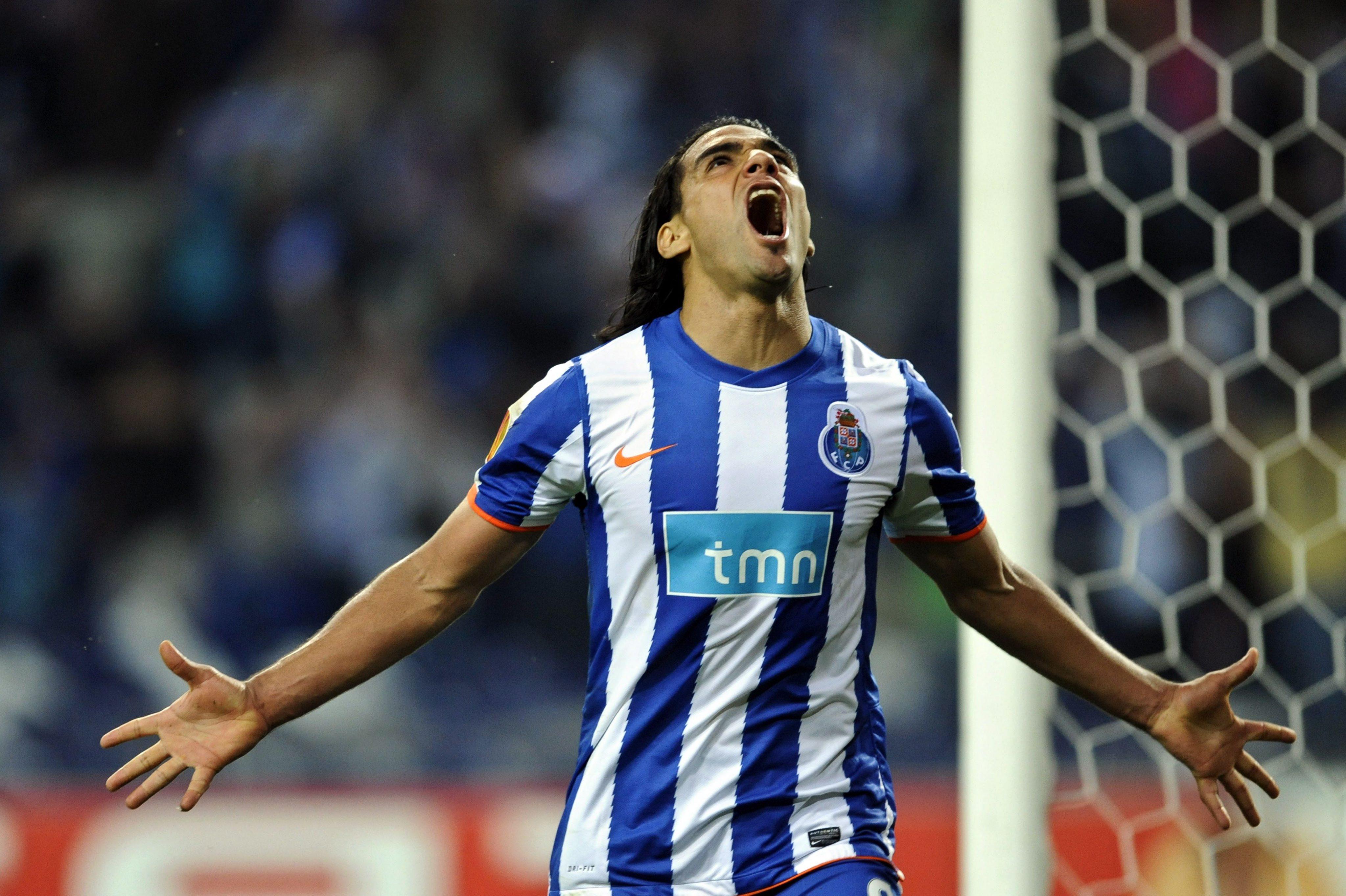 Голов рецитал на Фалкао доближи Порто до финал
