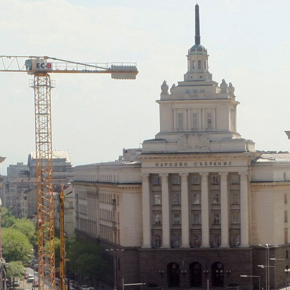 Местят депутатите в нова пленарна зала за над 23 млн. лв.