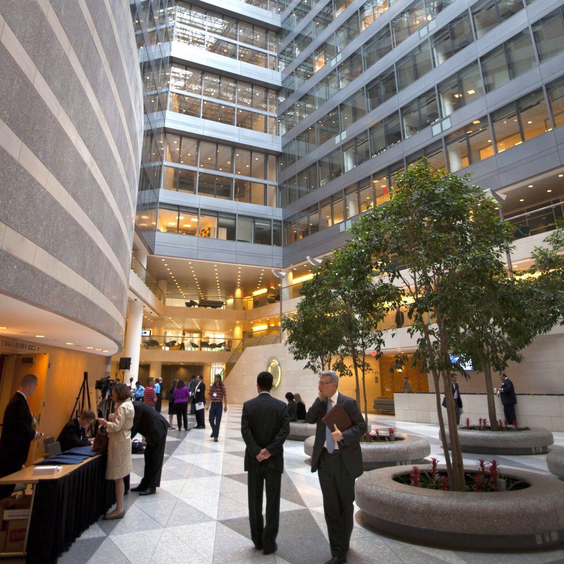 МВФ одобри предпазен заем от 1,1 милиарда евро за Сърбия
