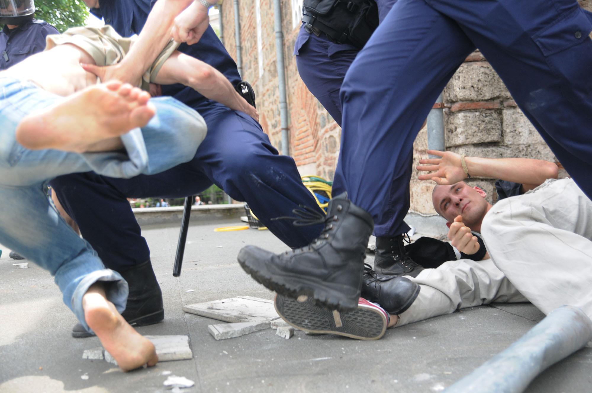 Турция осъди сблъсъците пред джамията в София