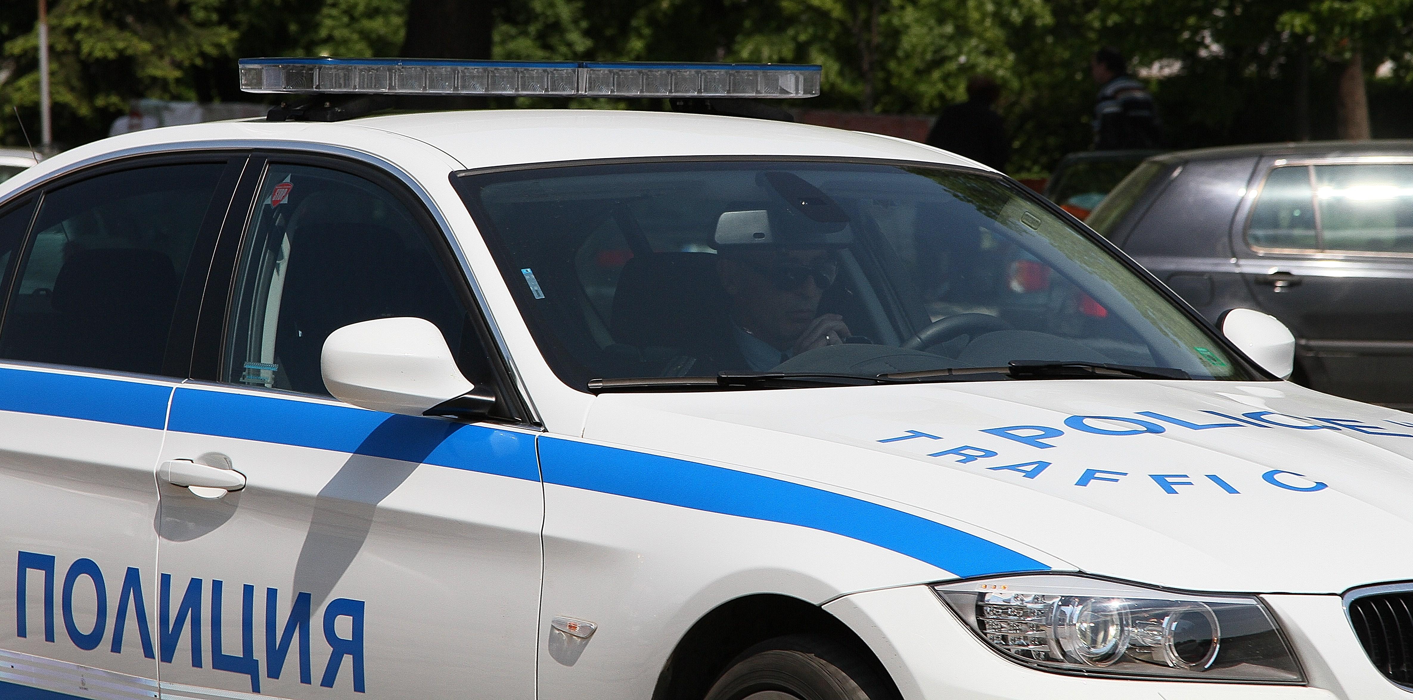 Пиян младеж без шофьорска книжка удари полицейски автомобил