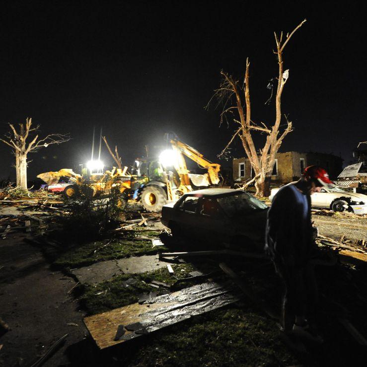 Смъртоносно торнадо помете американския щат Мисури