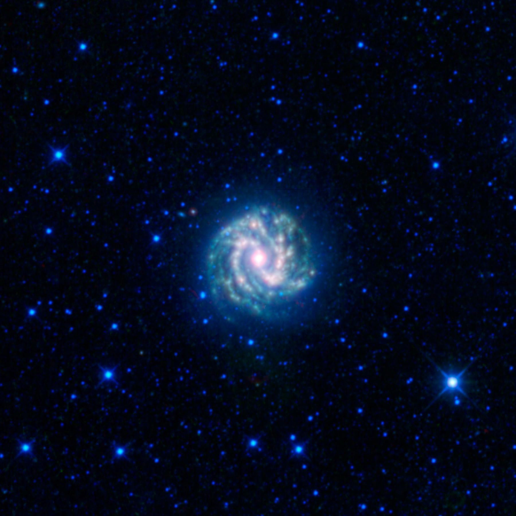 Откриха правоъгълна галактика