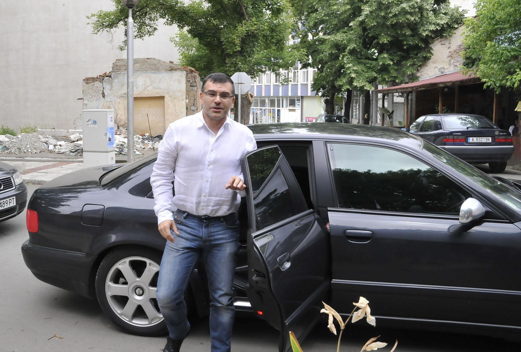 Дянков проверил 200 заведения, като го видели, пушачите гасели цигарите