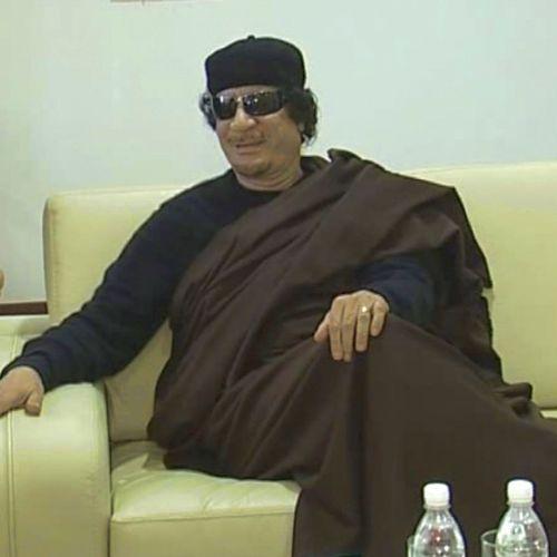 НАТО и бунтовниците отново преследват Кадафи