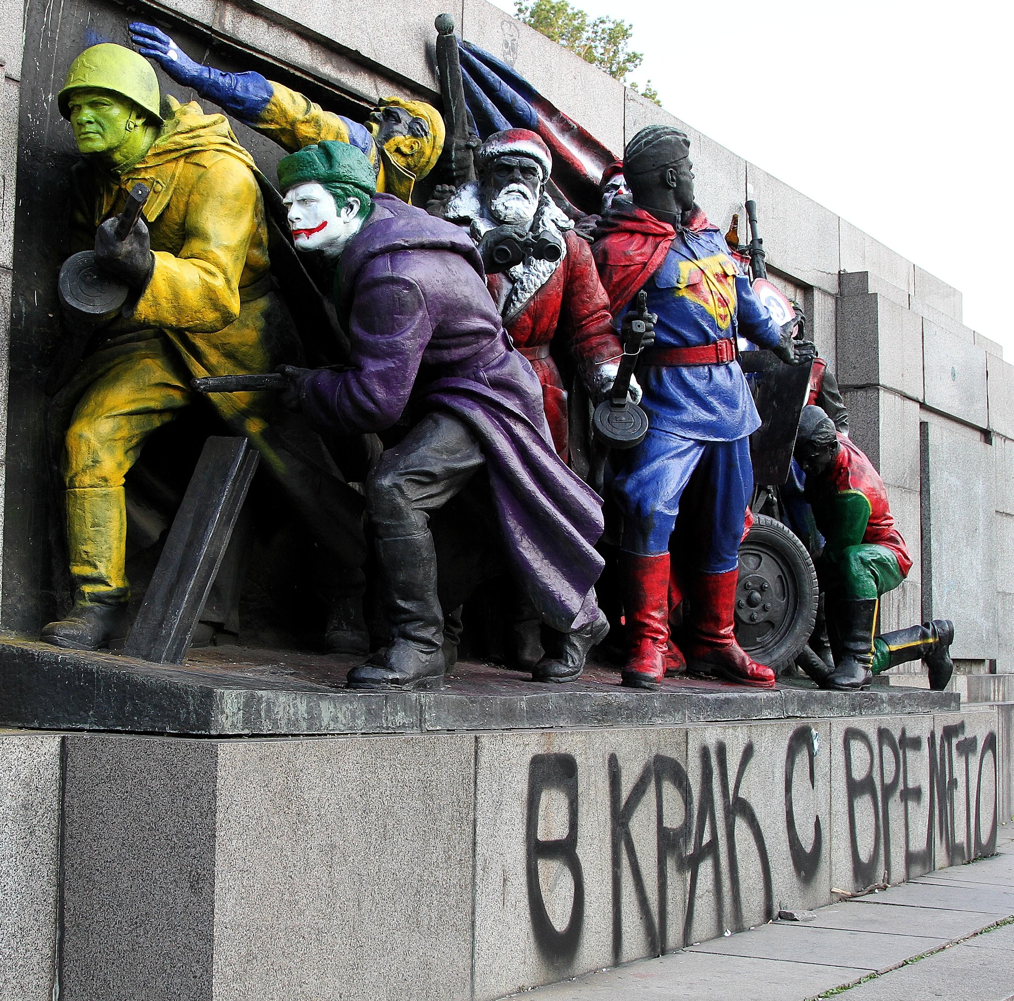 Затвор и глоба заплашват художника на паметника