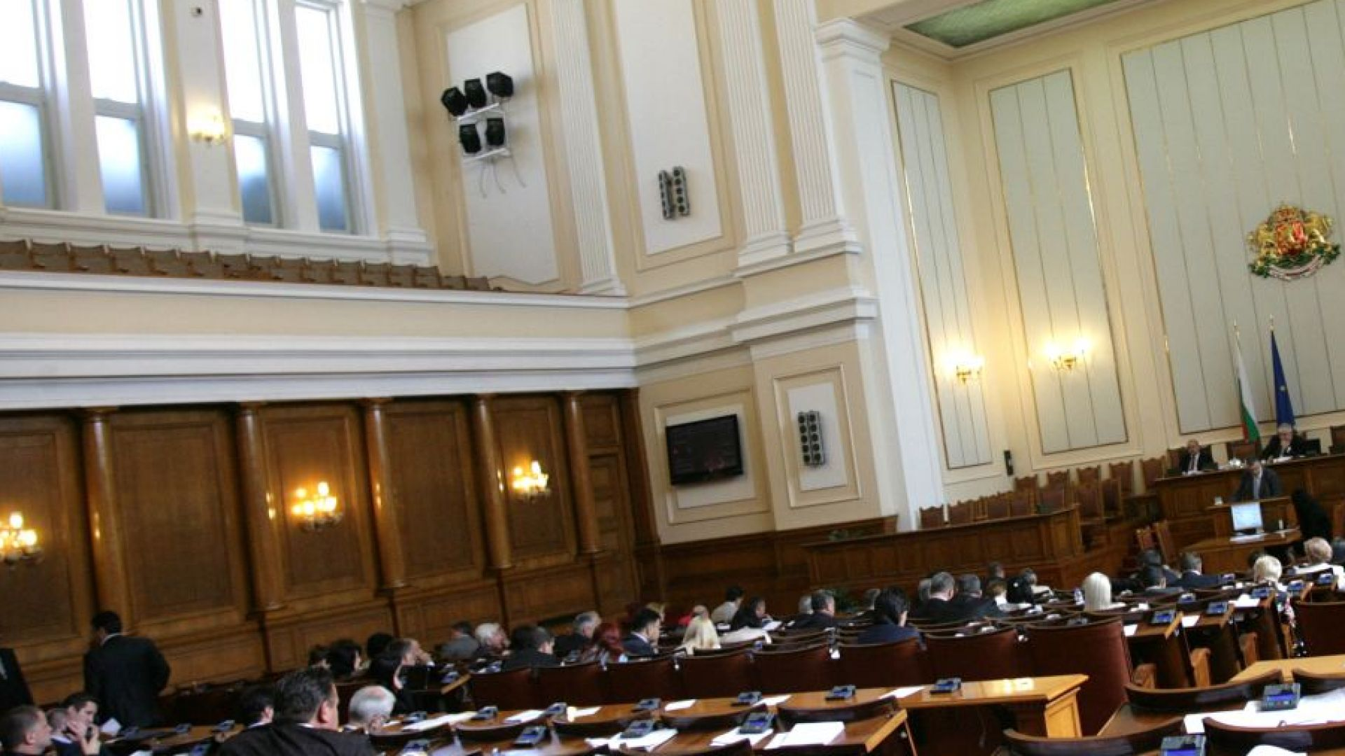 Депутатите почти единодушно приеха ветото на президента