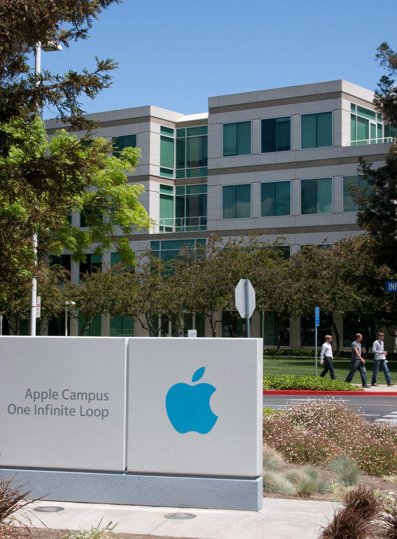Нова победа за Apple, този път срещу HTC