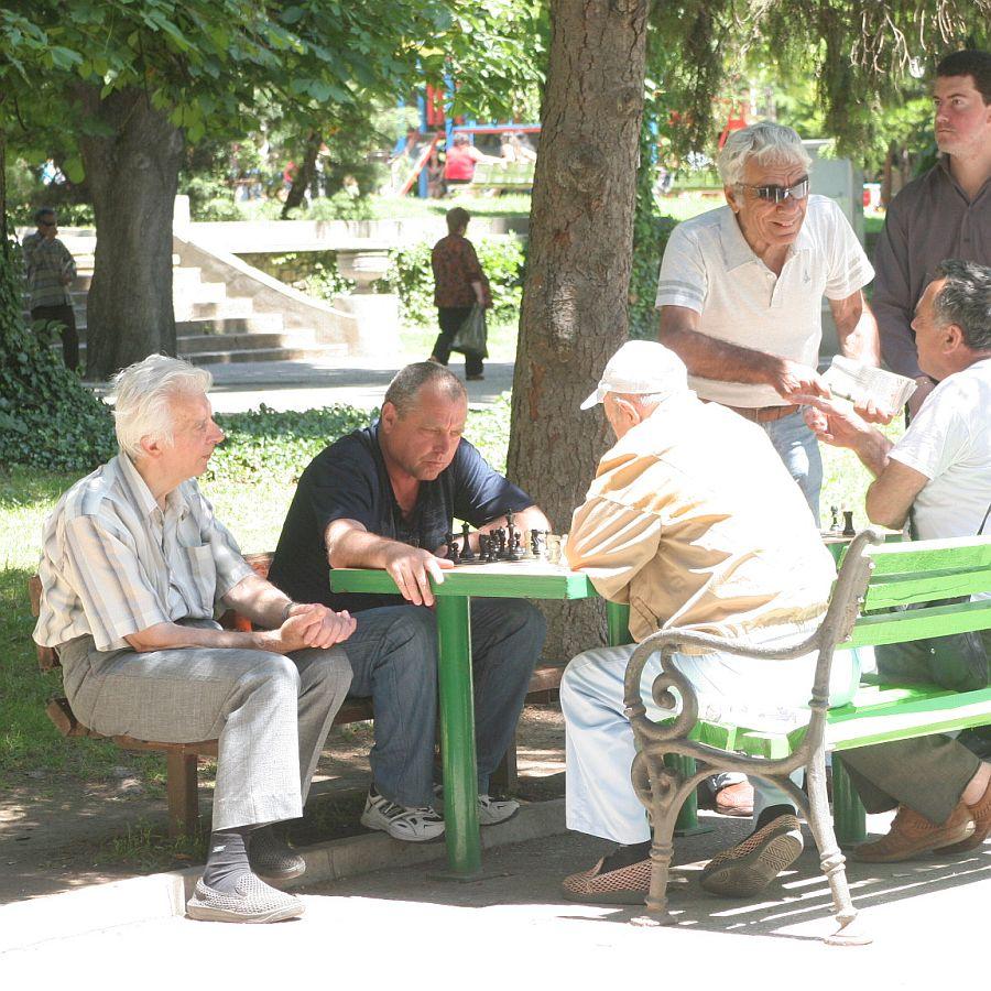 Депутат от ГЕРБ заговори за данък върху пенсиите