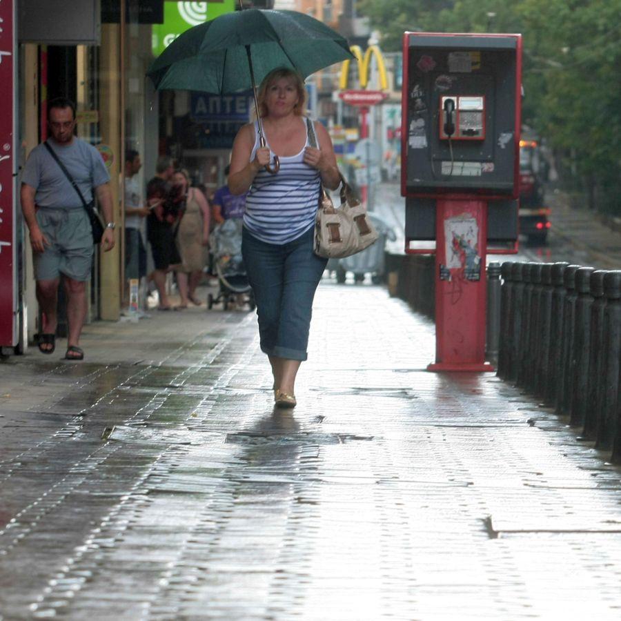 Днес и утре дъжд, през празничните дни - отново топло.