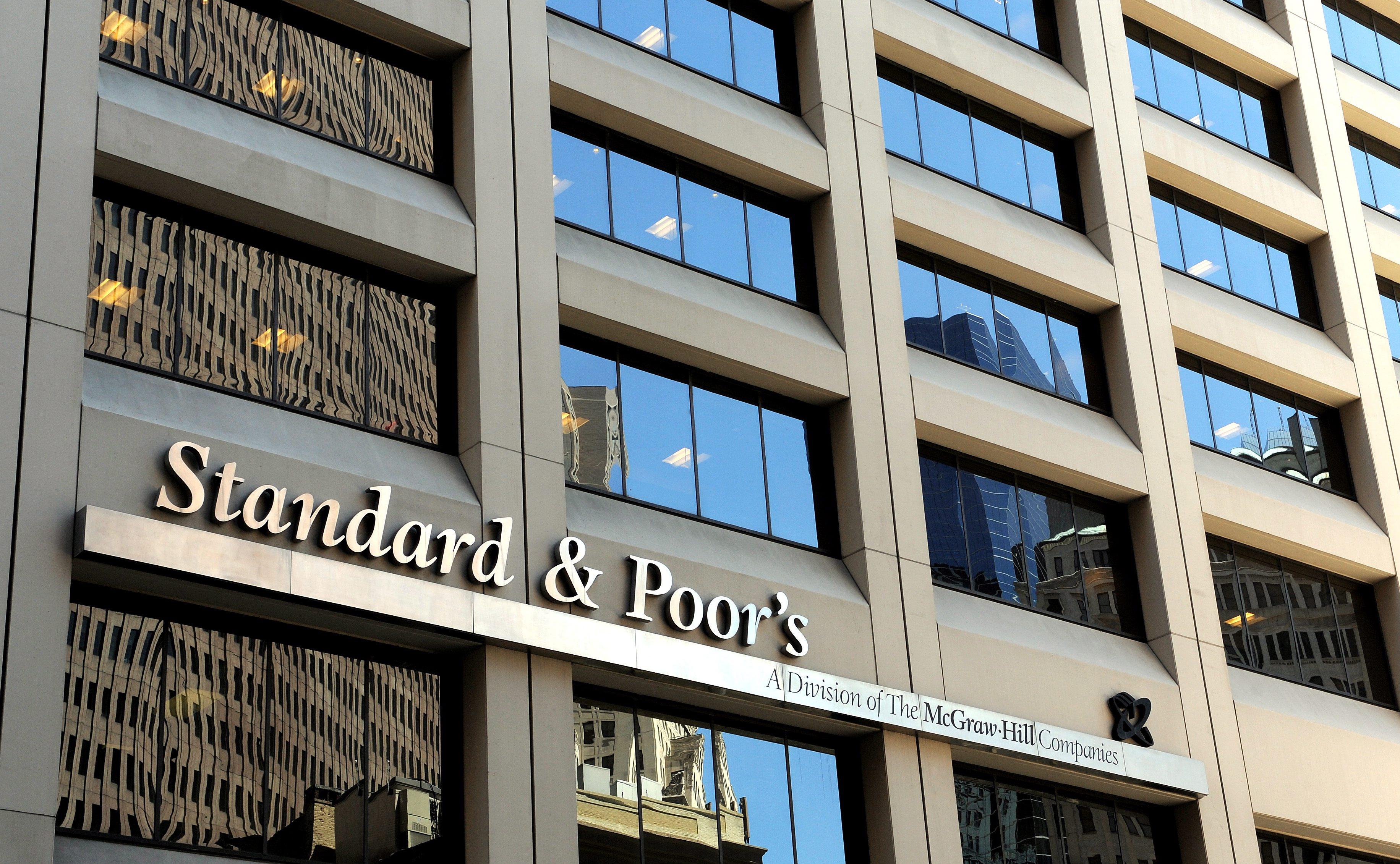 S&P удари и спасителния еврофонд