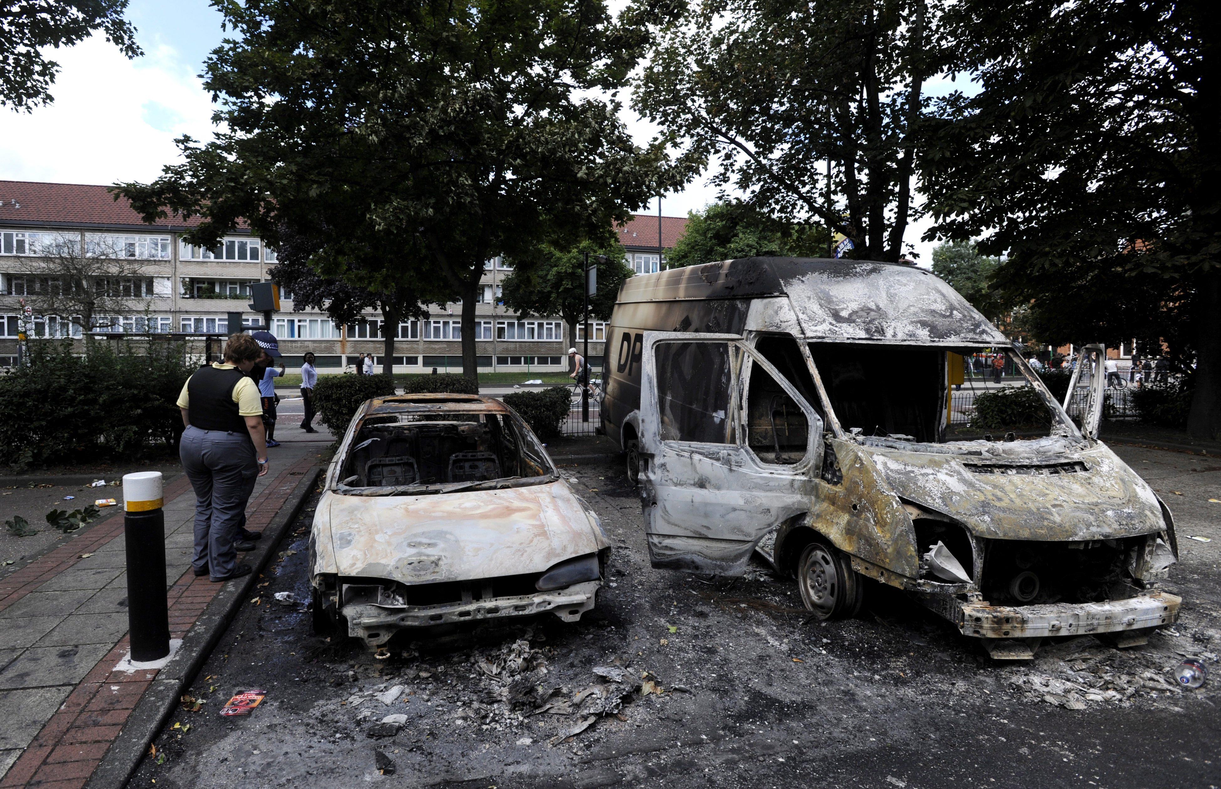Бунтовете в Лондон се разгоряха с нова сила, над 100 са арестуваните