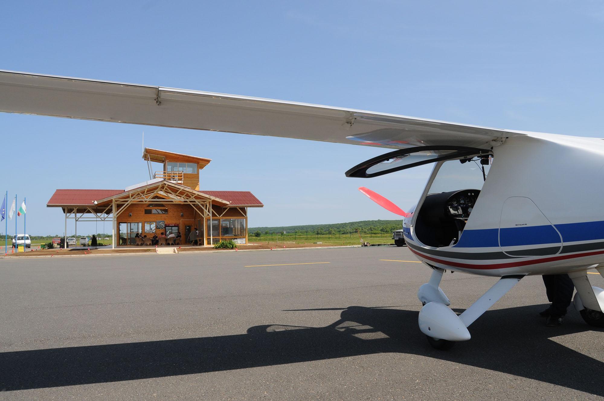 2-ма загинаха в самолетна катастрофа в Приморско