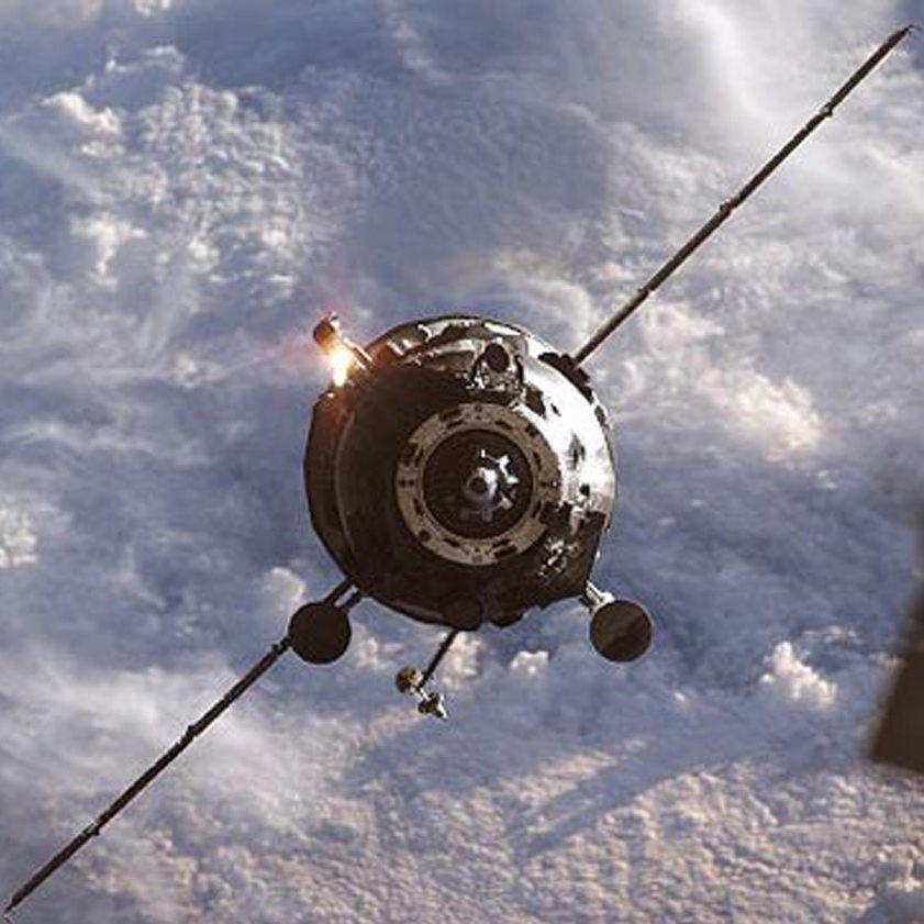"""Космическият кораб """"Прогрес"""" се разби, спират """"Союз"""""""
