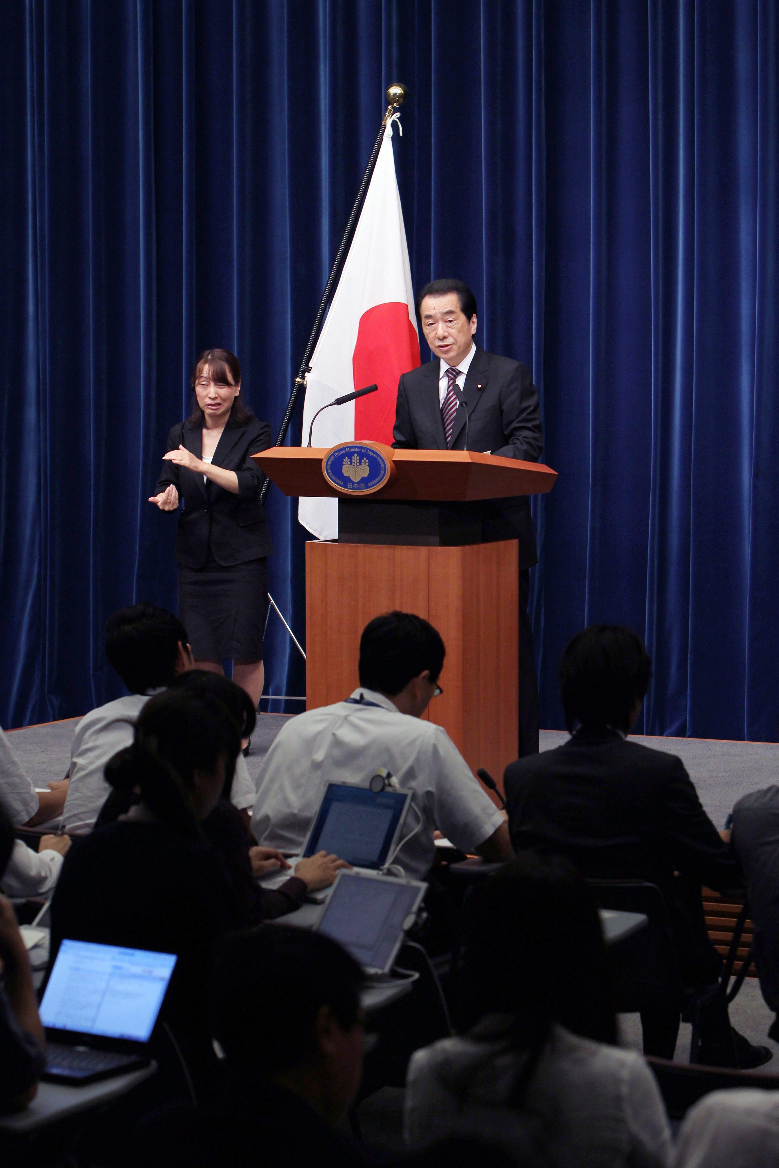 Японският премиер Наото Кан подаде оставка