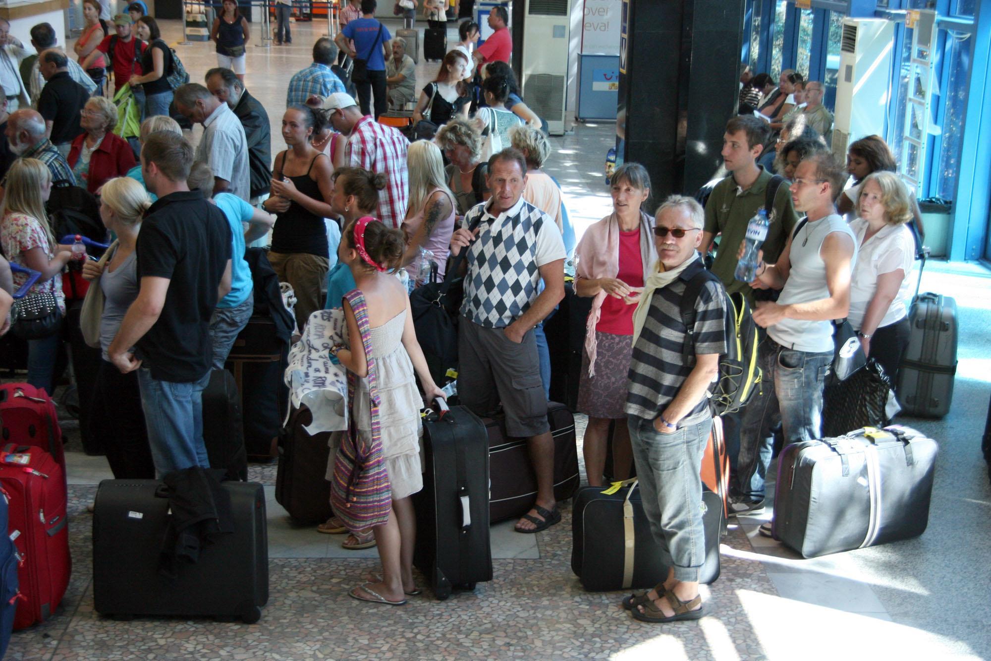 Дни преди 1 юни: Никой не знае, какво ще се случва, ако турист се разболее от Covid-19