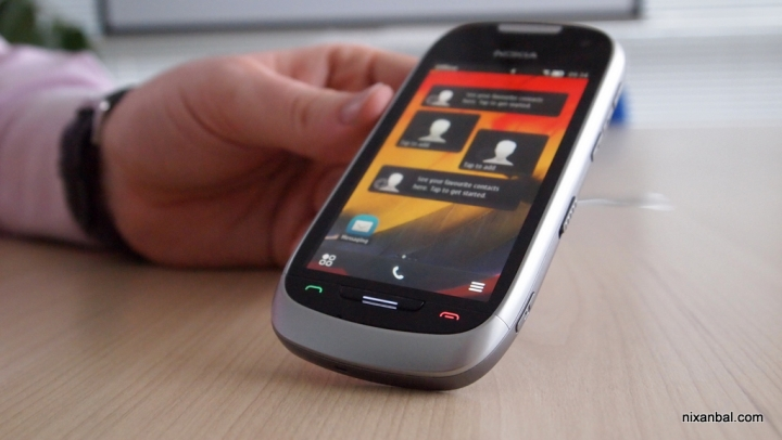 Nokia 701 – ярък екран, Symbian Belle и NFC