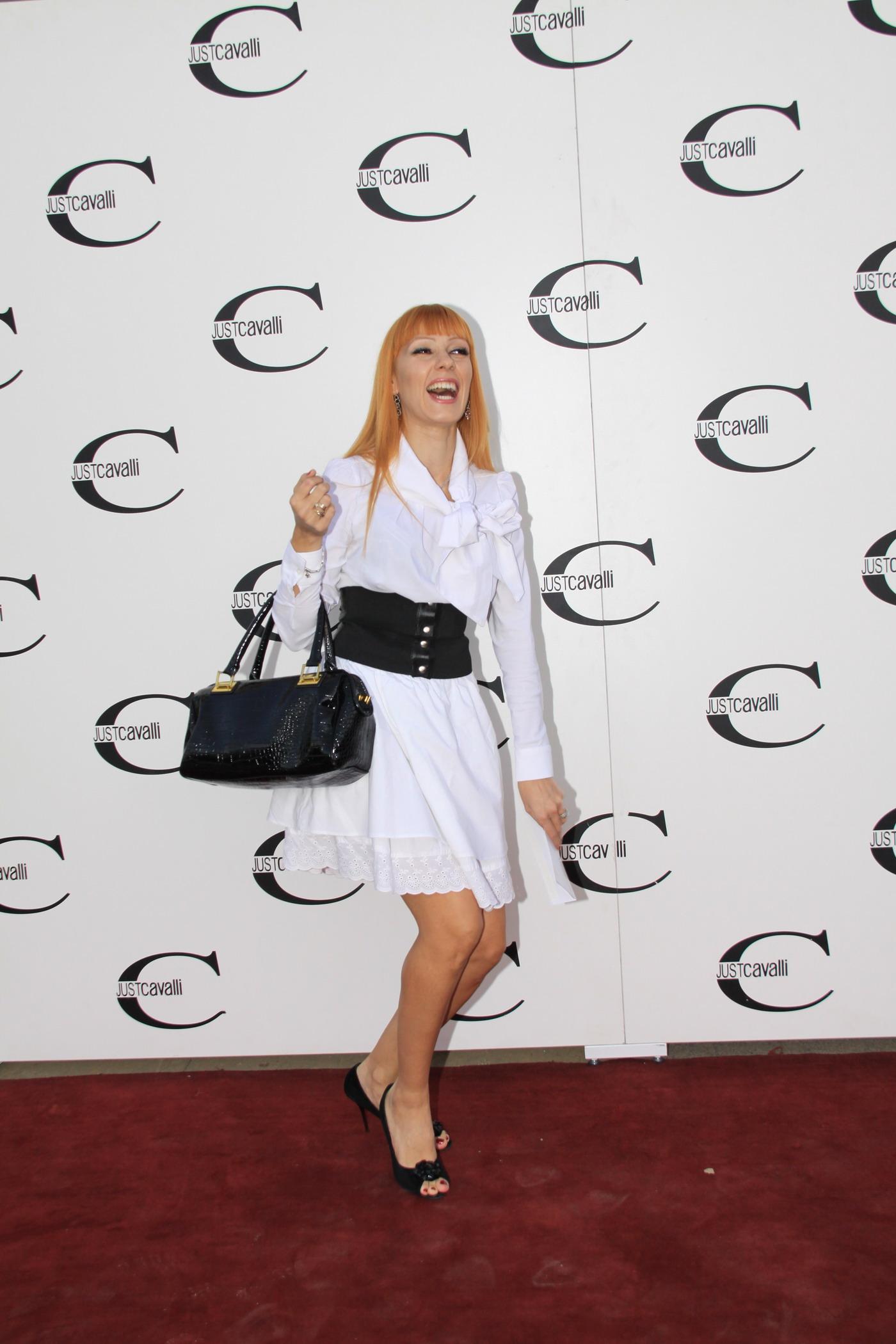 Деси Бакърджиева: Купувам си маркови чанти, но съм пестелива
