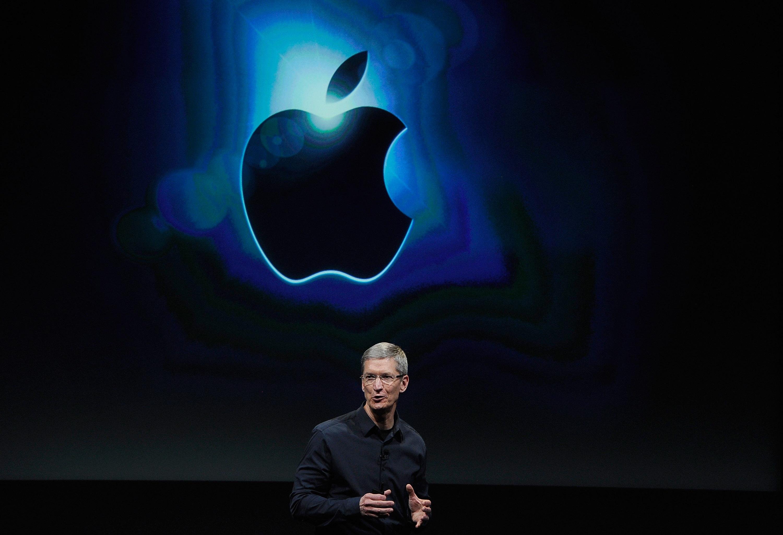 Apple задържа топ мениджъри с $60 млн.