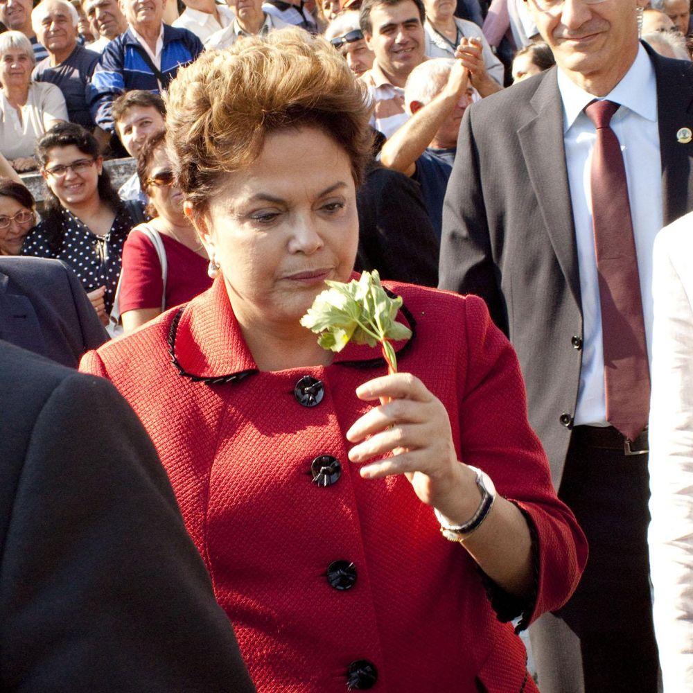 Габровци дариха Дилма Русеф с родословното й дърво