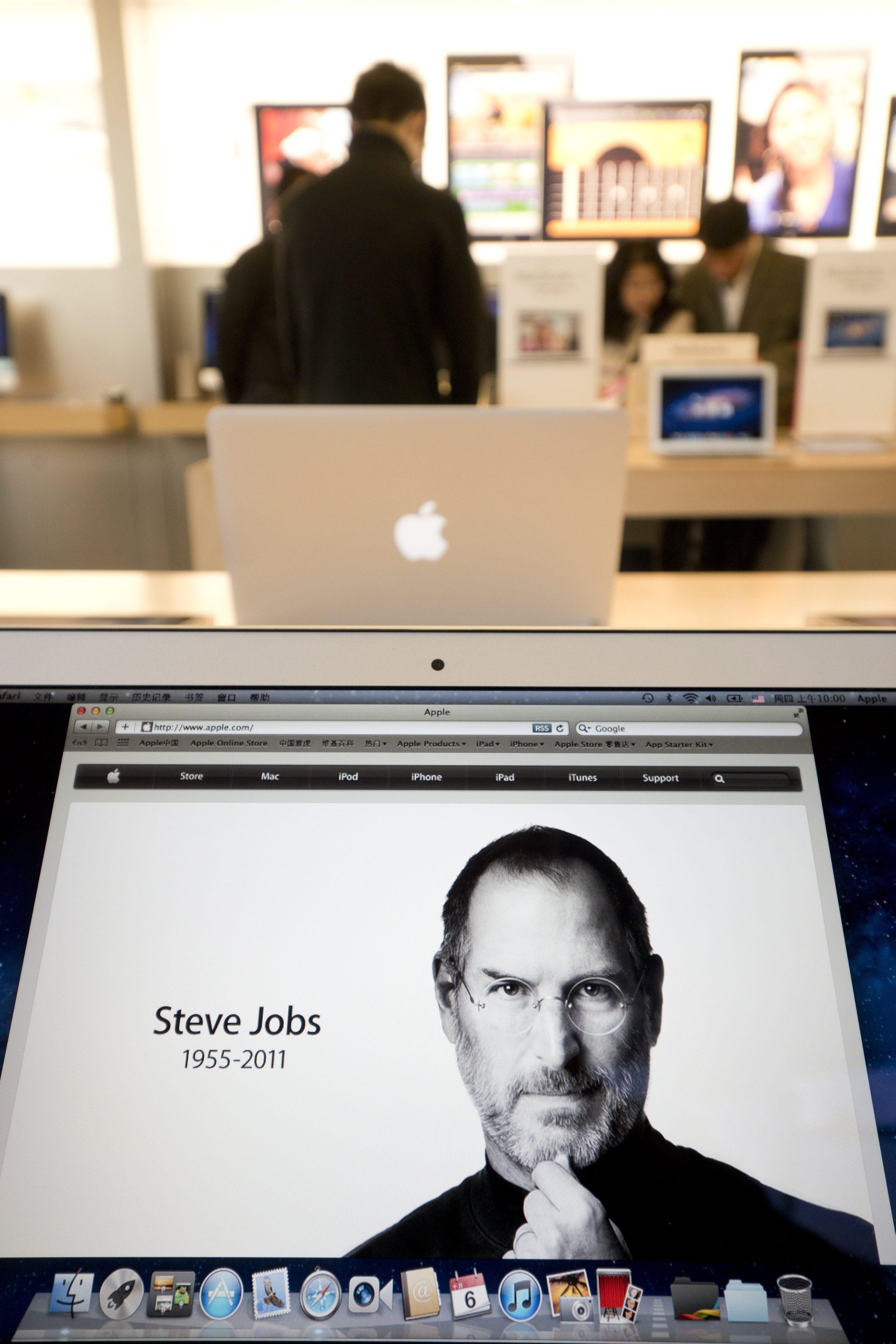 Будапеща вдига статуя на Стив Джобс