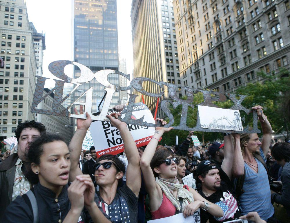 """Протестите анти-Уолстрийт - алтернатива на """"Чаеното парти"""""""