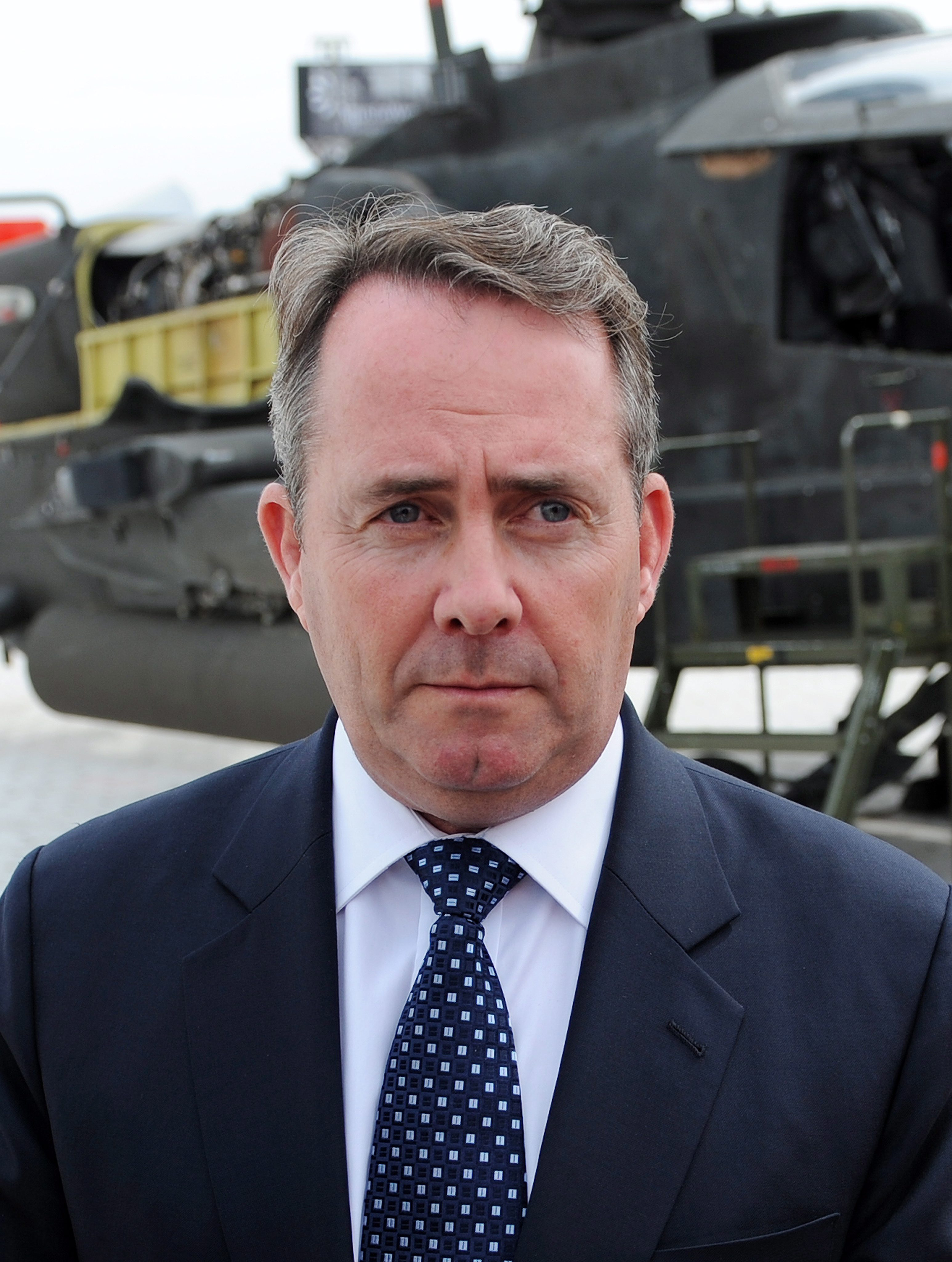 Британски министър подаде оставка заради кума си