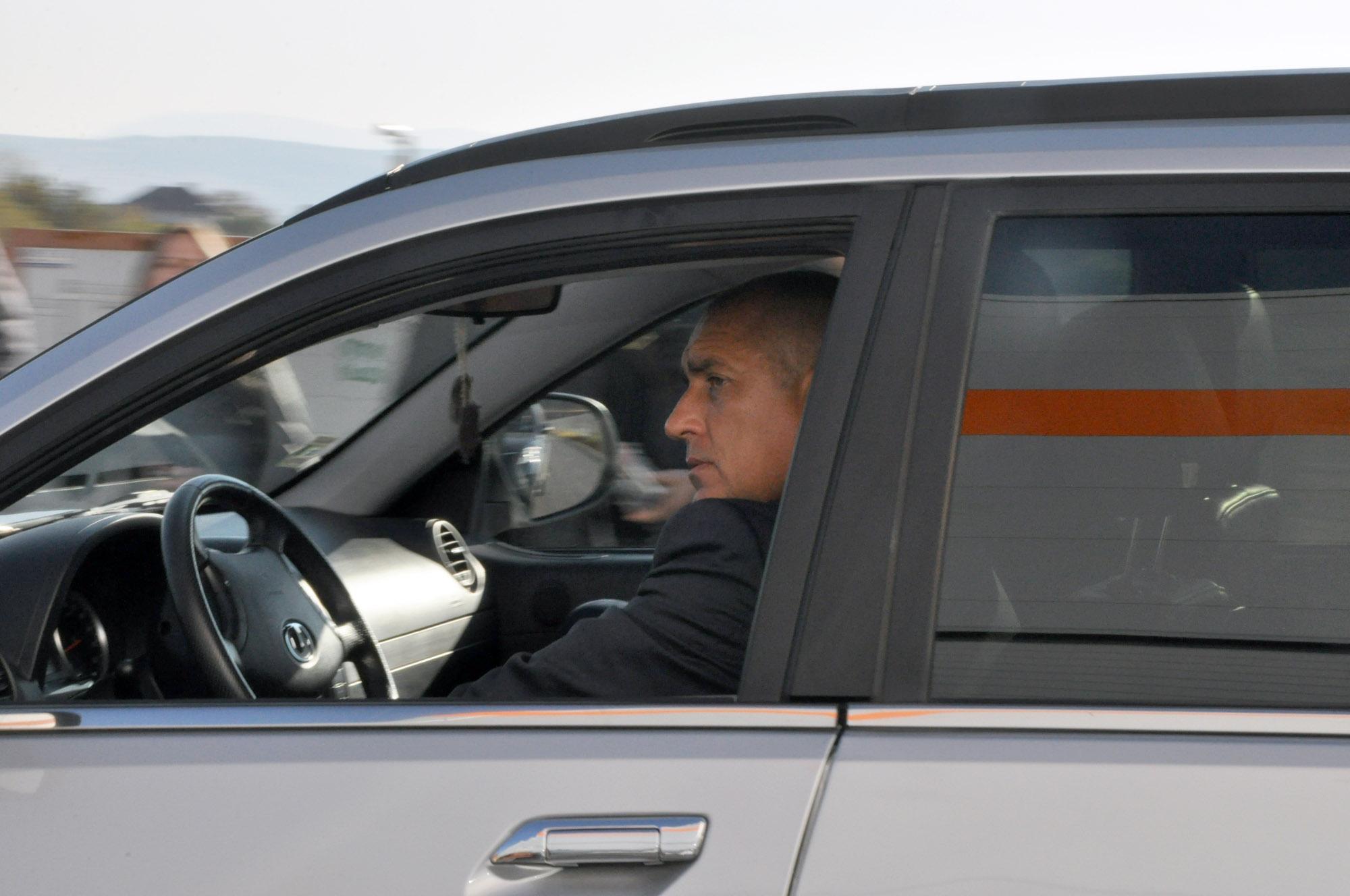 Борисов подкара нов джип в ловешкия завод