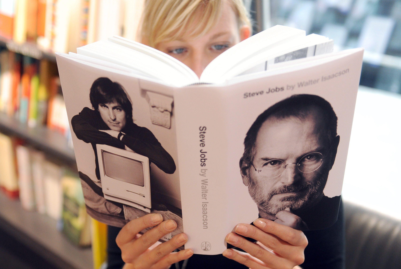 Книгата за Стив Джобс стана бестселър
