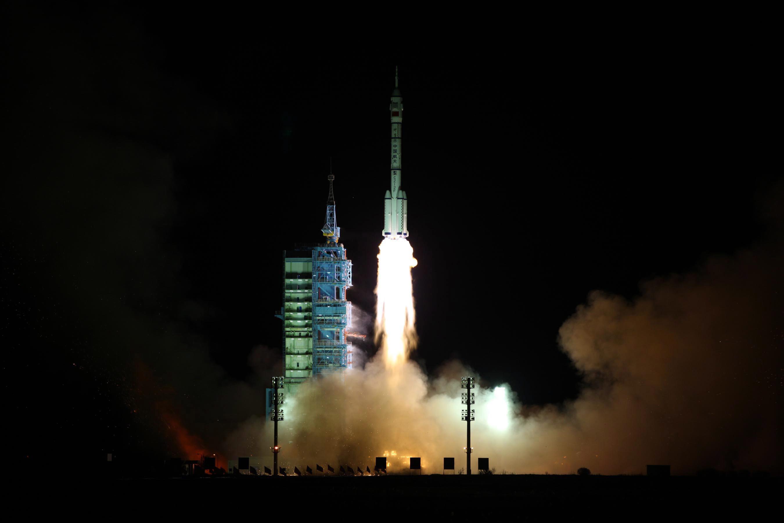 Китай ще изведе пилотиран космически кораб