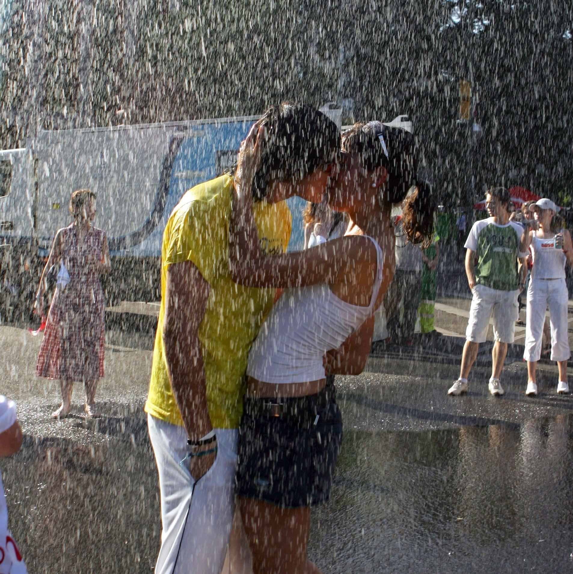 Жените обичат дългата целувка, мъжете - чувствената