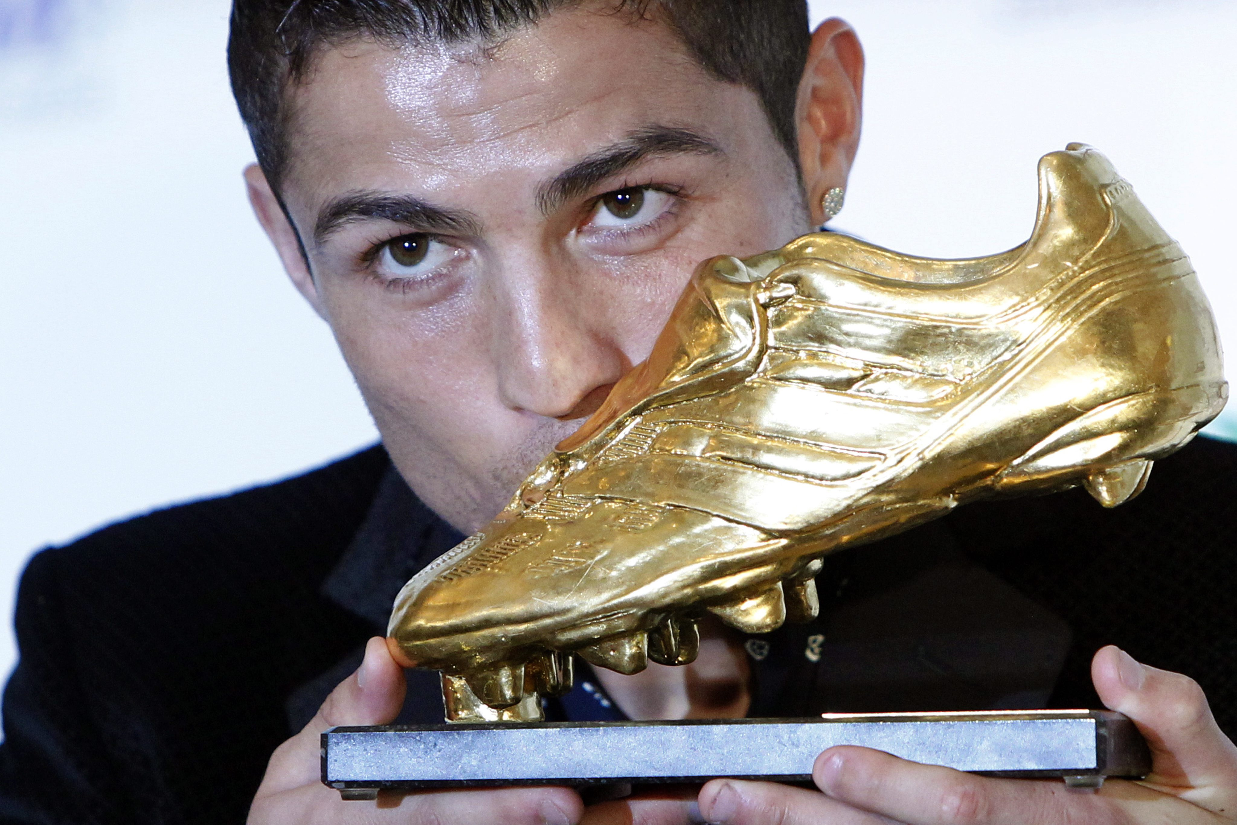 "Роналдо целуна ""Златната обувка"""
