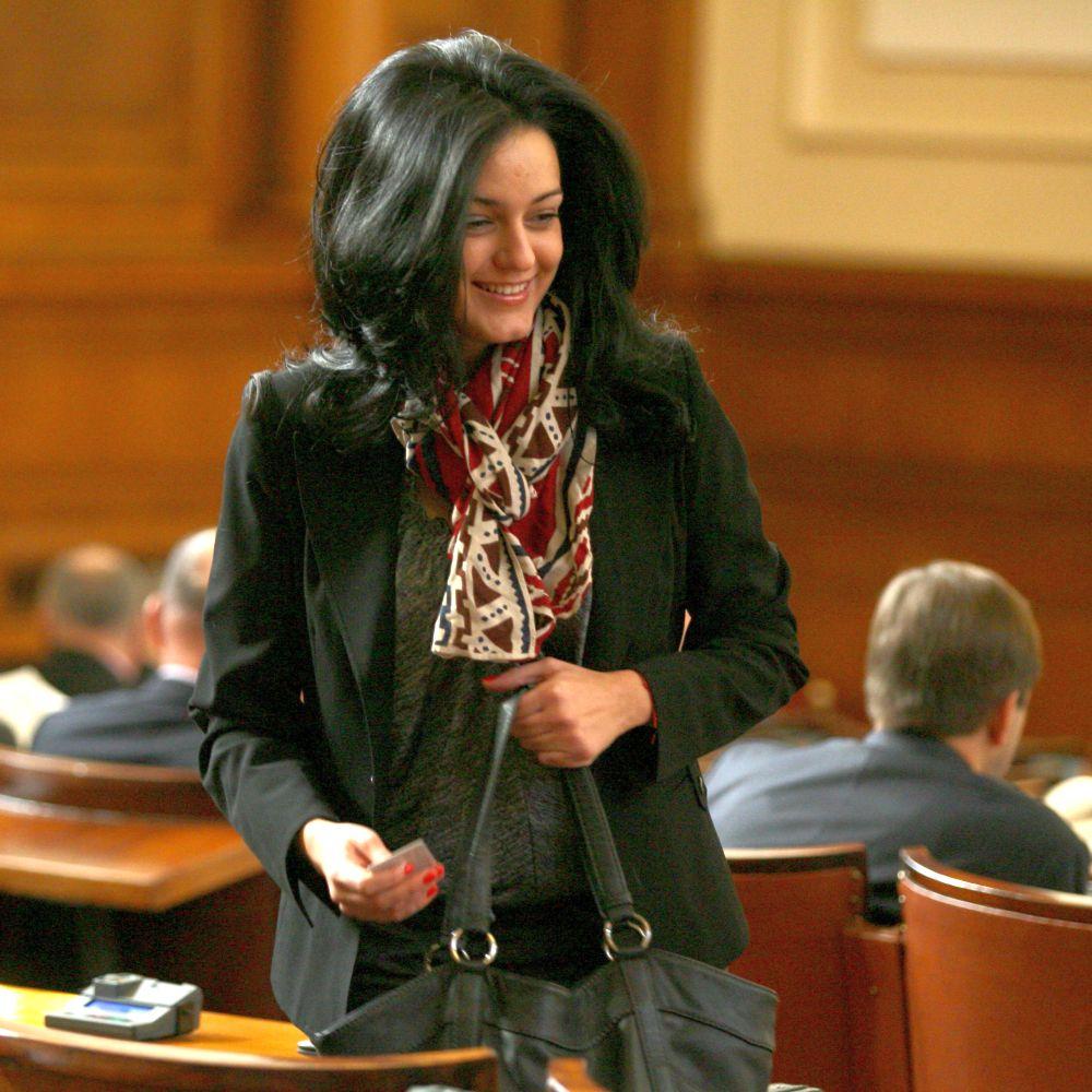 Калина Крумова луда по новия си кокер шпаньол Бобо