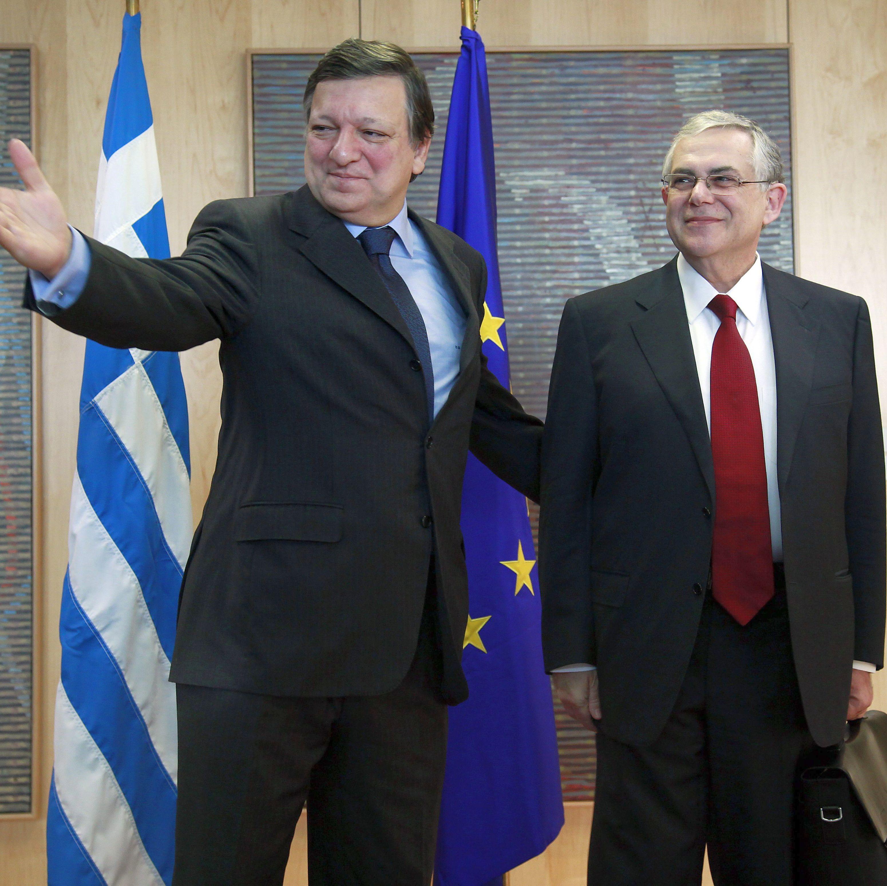 Гърция орязва заплати, но не и пенсии