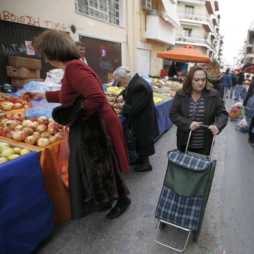 Гърците отново с великденски бонуси, българите на сухо