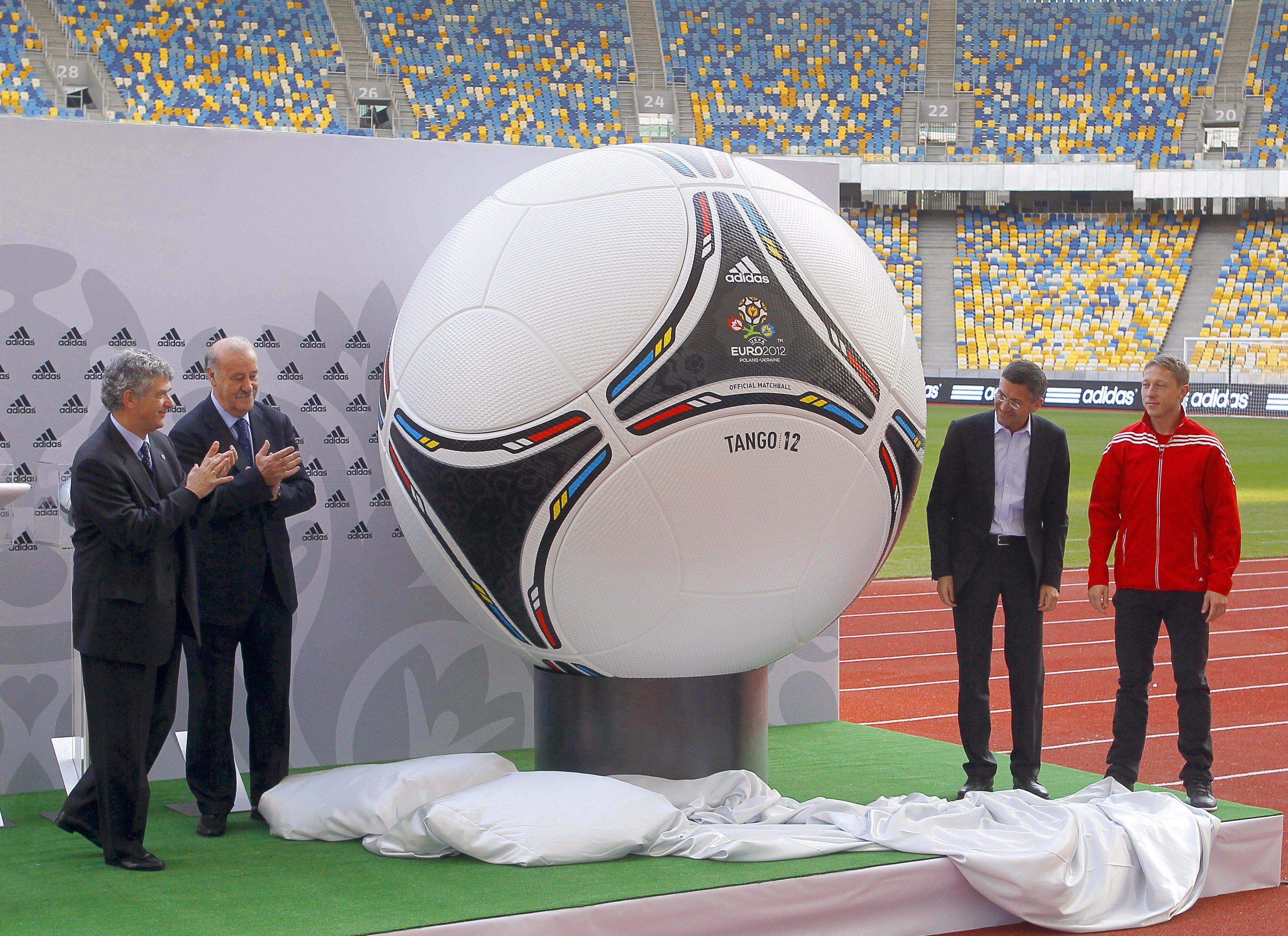 Представиха официалната топка за Евро 2012