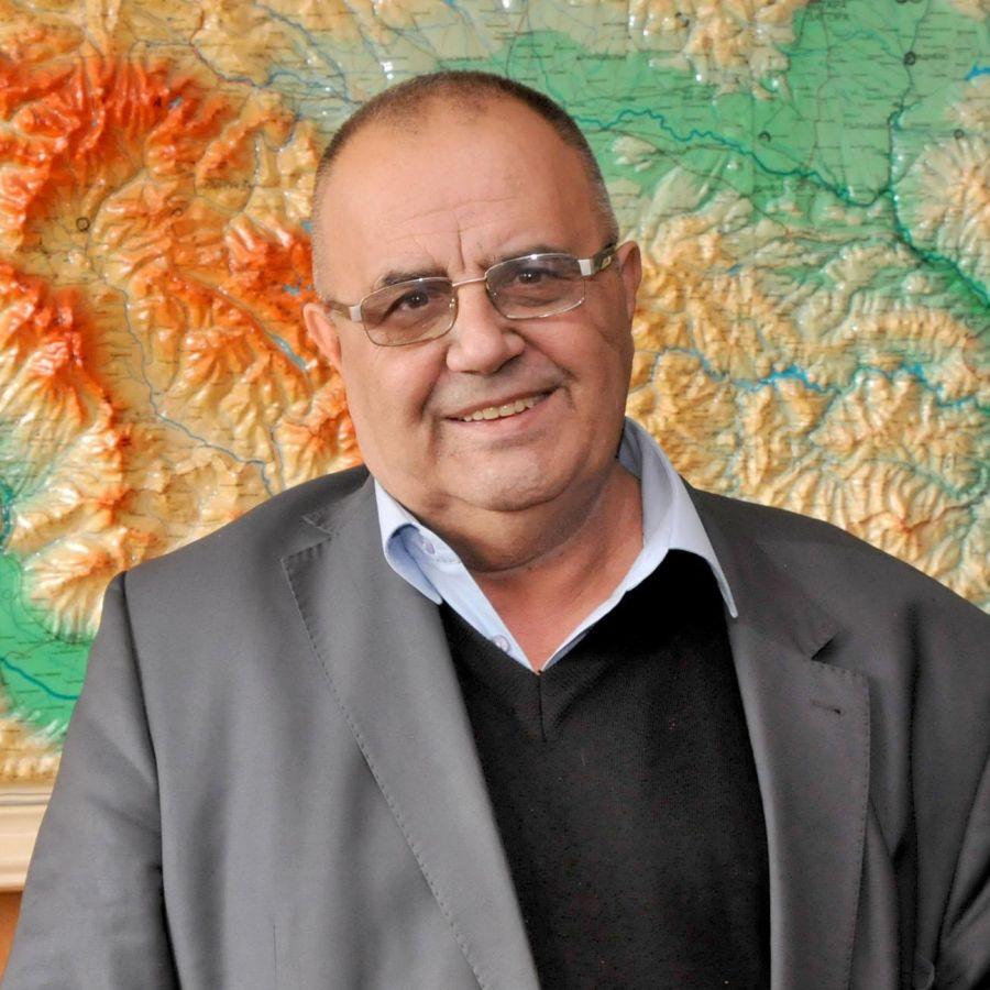Скопие вдигна паметник на писателя Симеон Радев