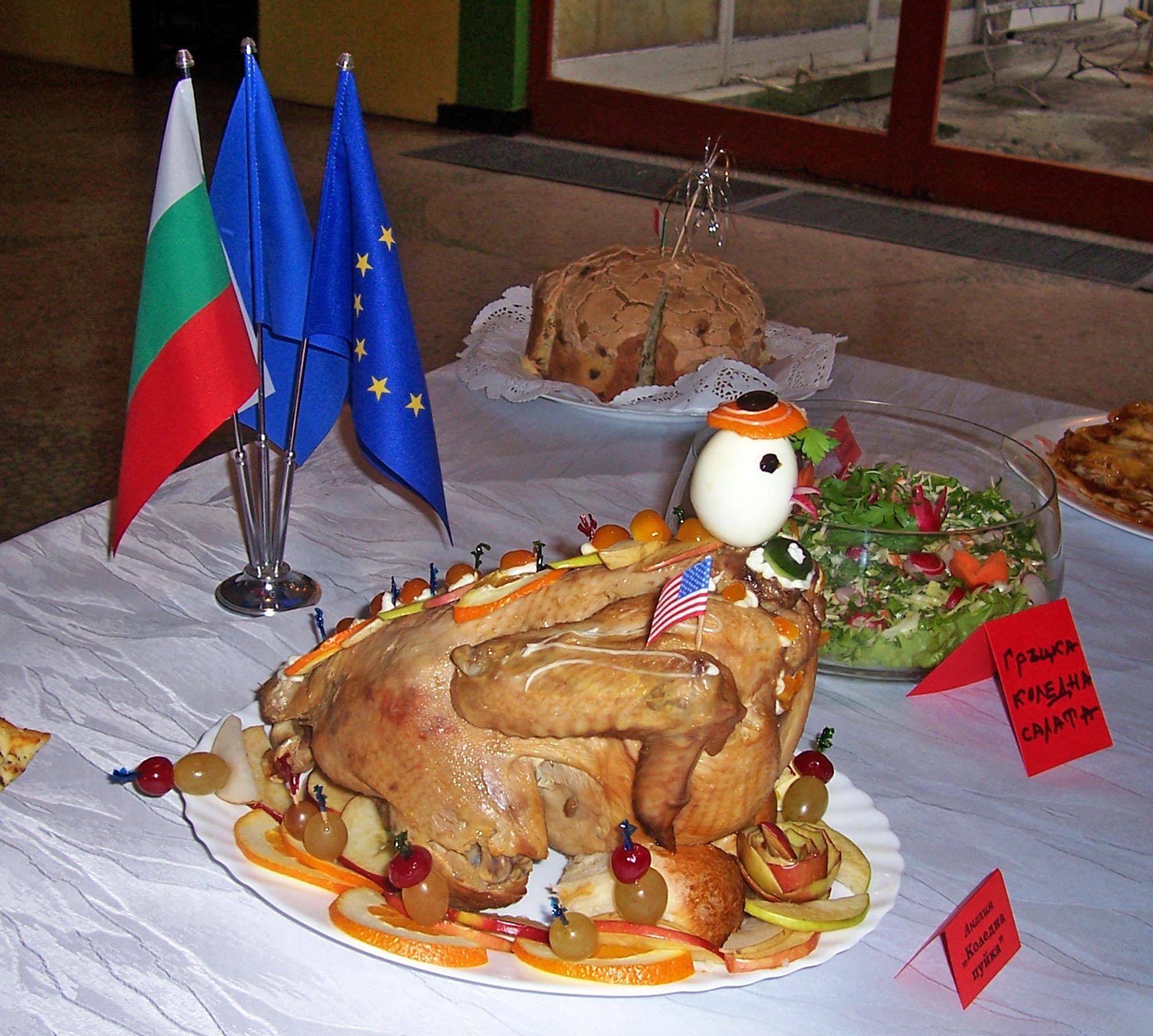Празнична пуйка, пълнена със сармички