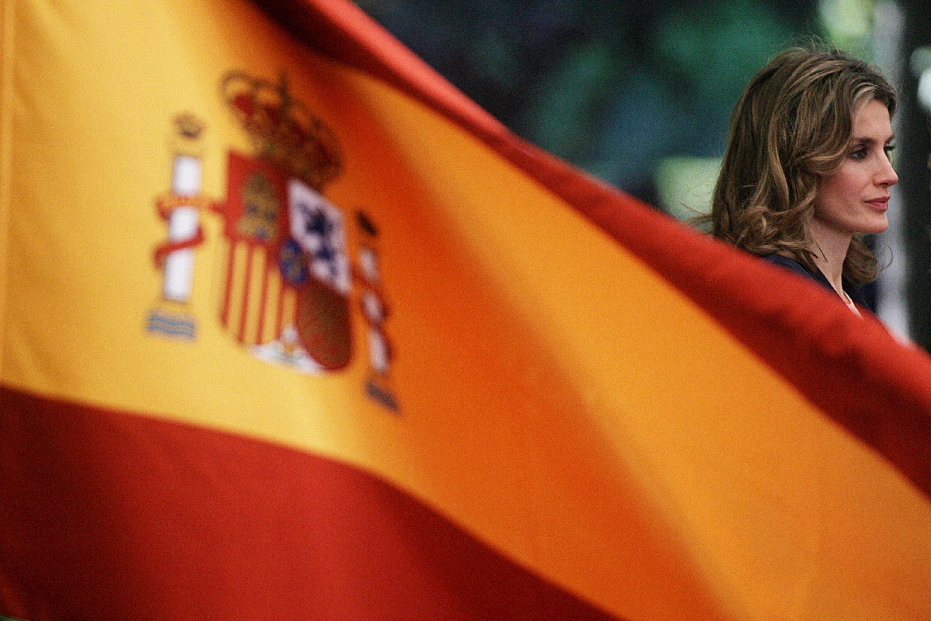 """""""Стандард енд Пуърс"""" понижи кредитния рейтинг на Испания"""