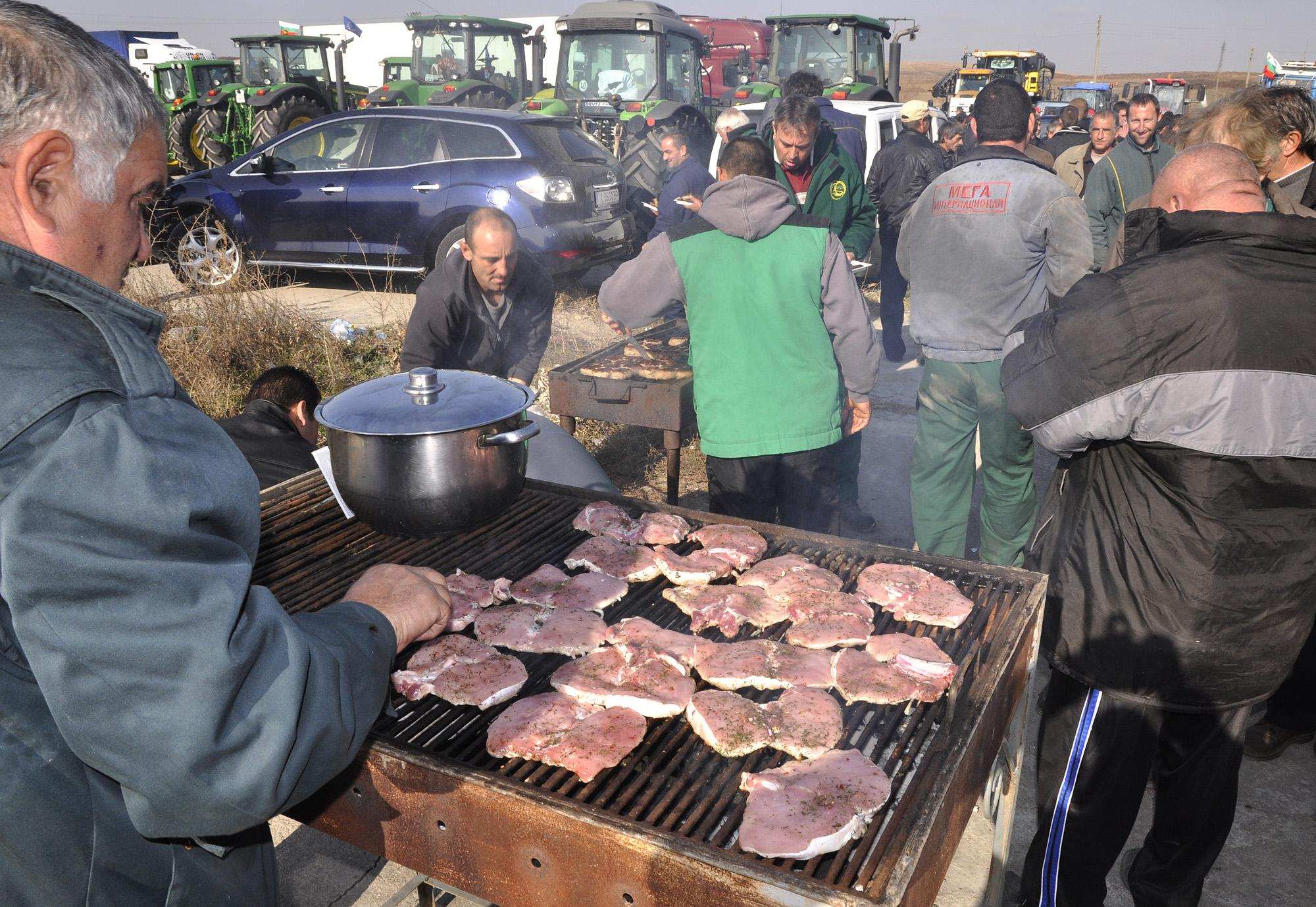 Задушени свински пържоли с кисело зеле