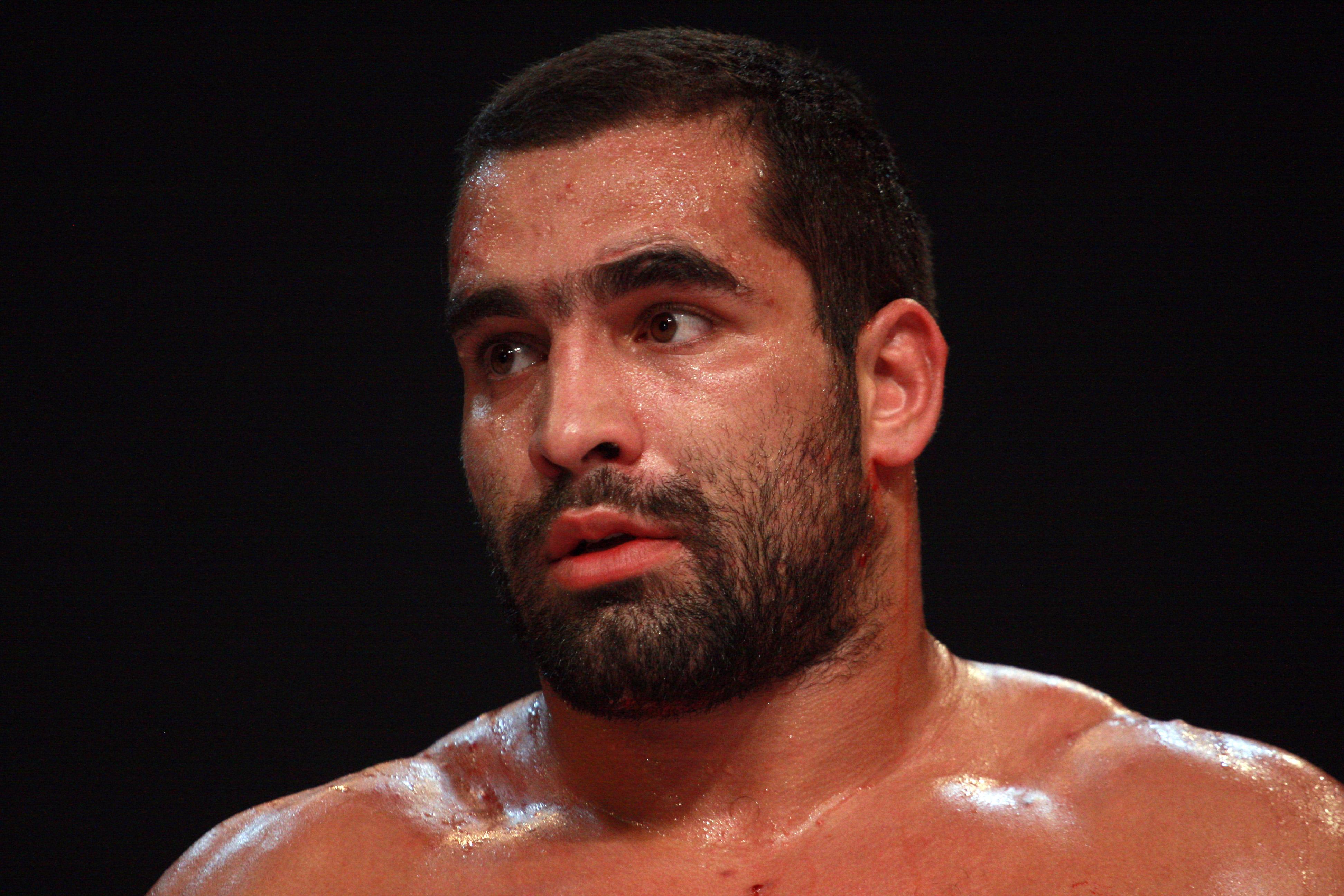 Багата ще се бие срещу бивш шампион на UFC
