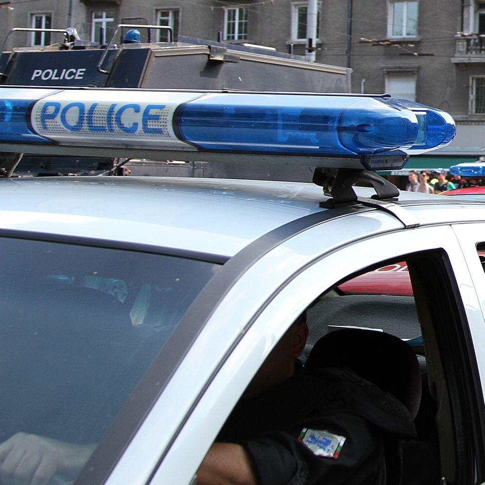 Скинари пребиха момче пред училище в столицата