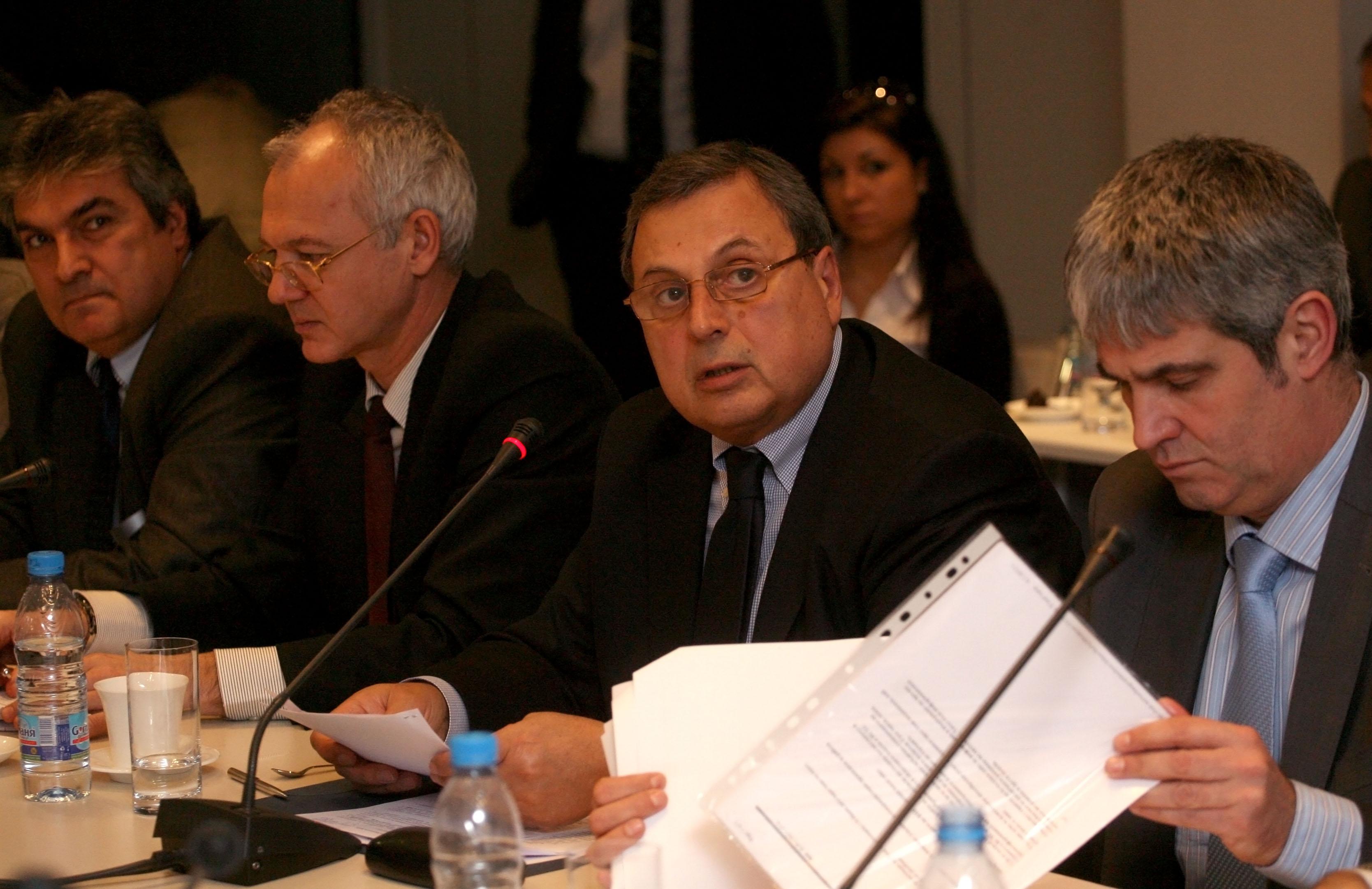 Тристранката отложи плащането на пенсии от Сребърния фонд
