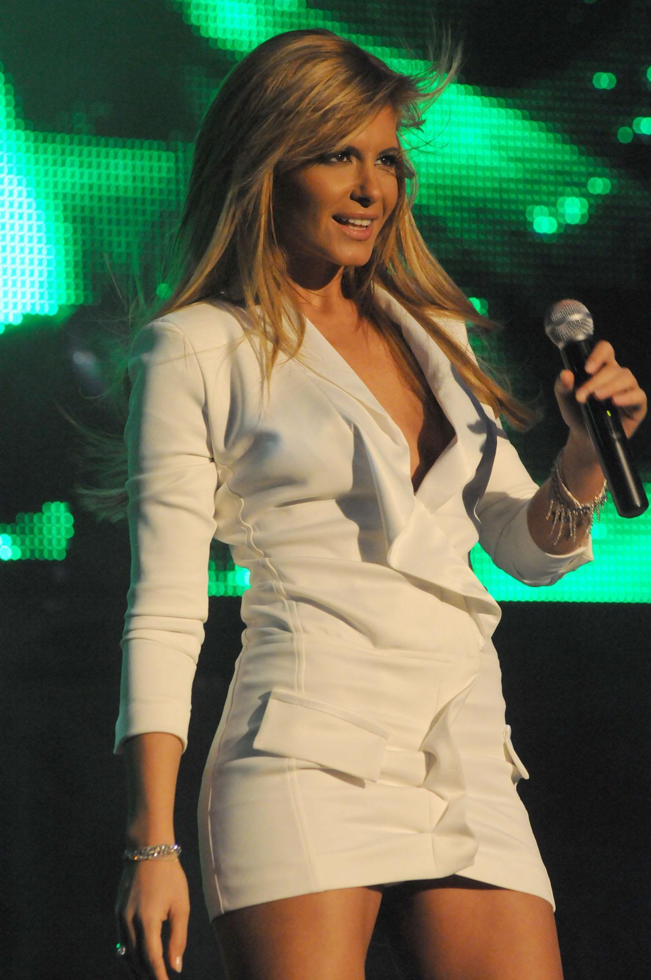 Анелия сподели какъв й е късметът за 2012