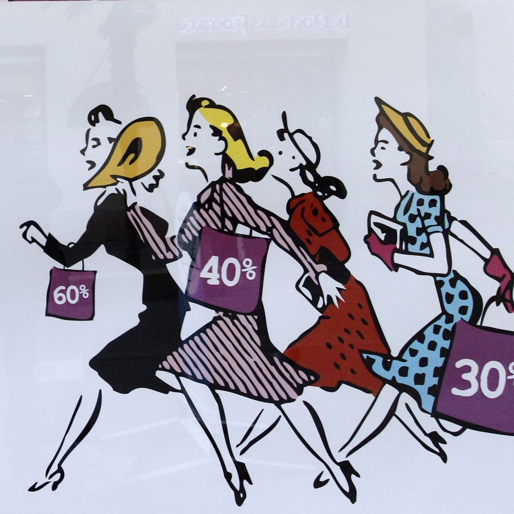 Сринаха се продажбите на дрехи и обувки