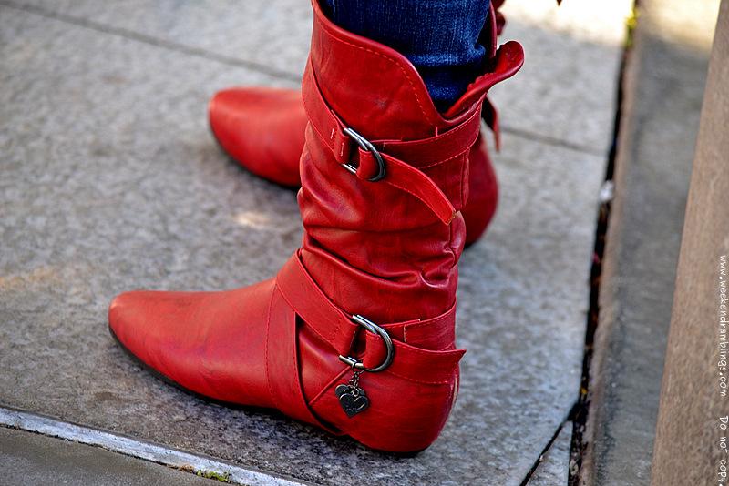 Червени ботуши