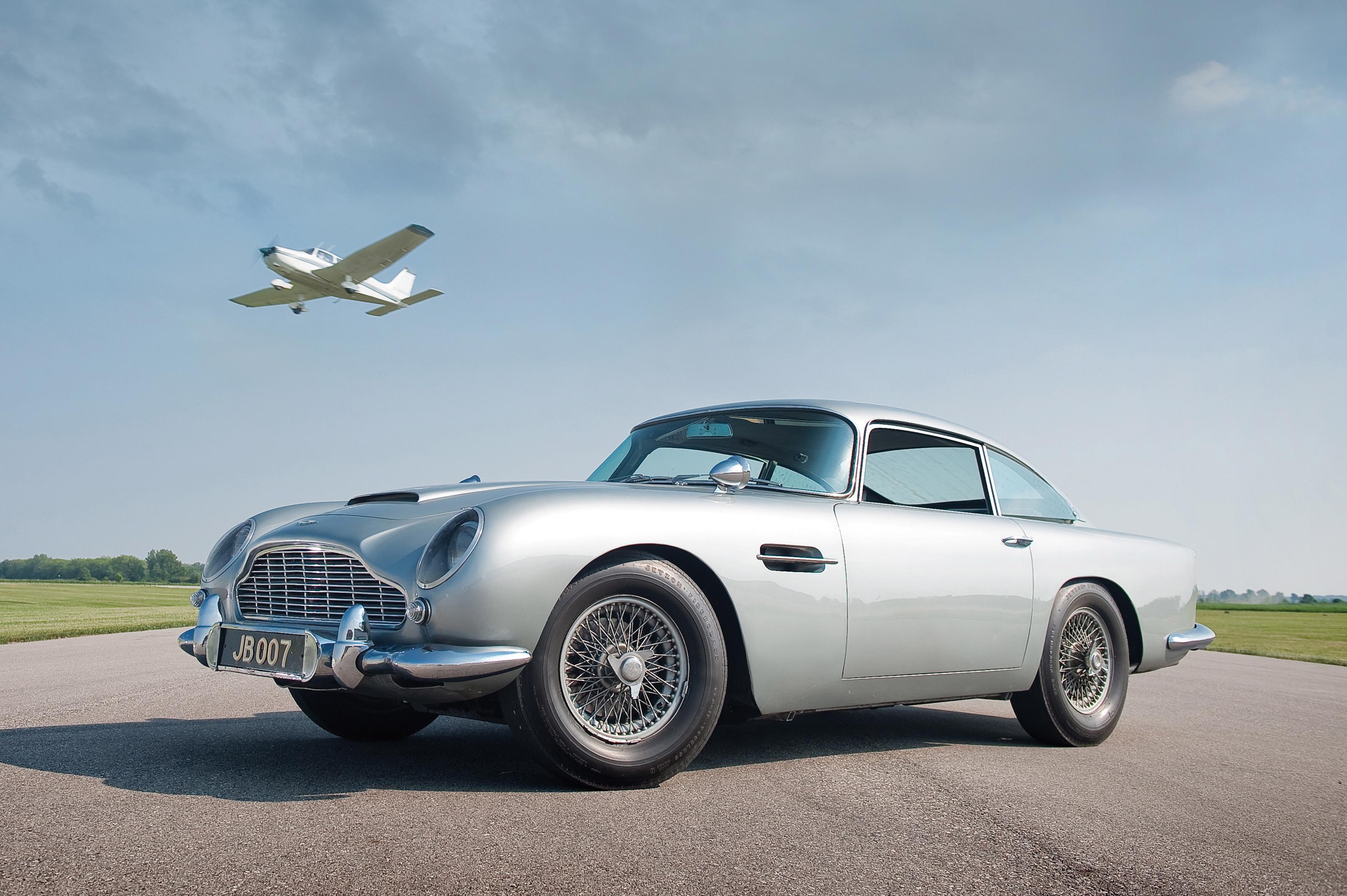 Супер возилата на Агент 007 в изложба