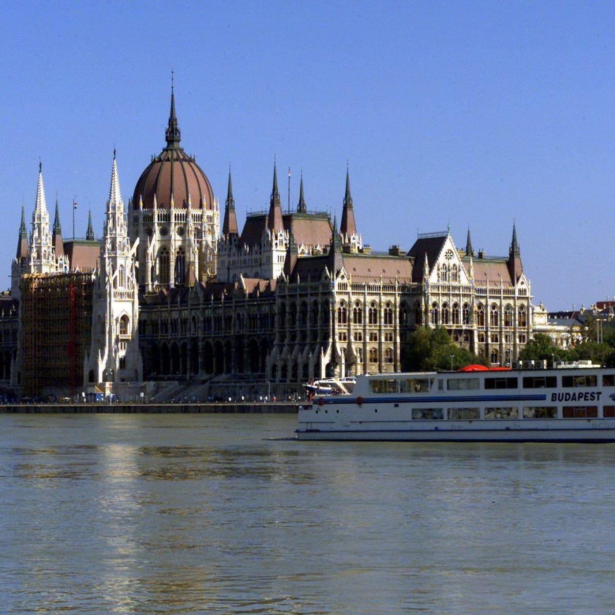 ЕК започна процедура срещу Унгария