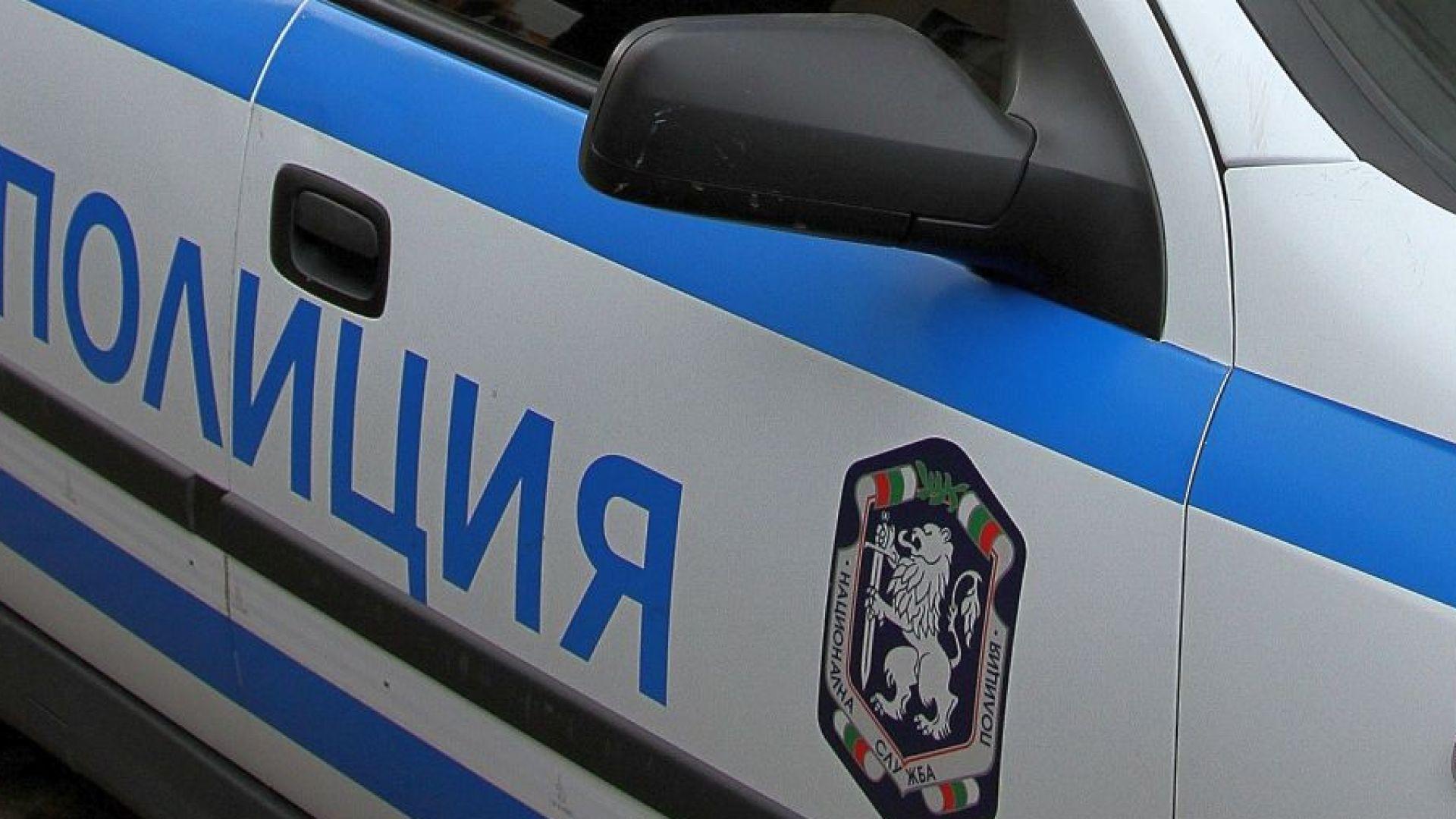 Камион блъсна бус с работници, мъж е загинал, шестима са ранени